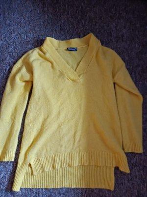 Szydełkowany sweter żółty