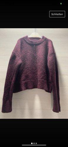 Pullover in Bordeauxrot