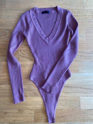 Pullover in schönem beerenfarben ( Damit die Farbe besser sichtbar wurde bitte einfach Nach weitern Bildern fragen)