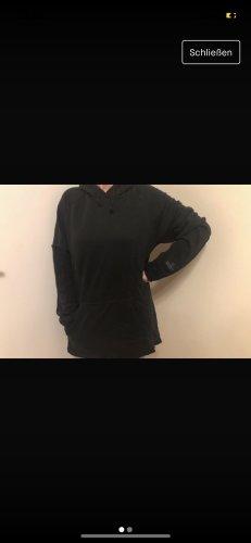 Swetrowa sukienka czarny-biały