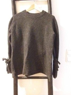 Pullover mit Bändern an den Handgelenken