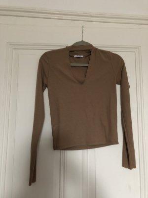 Pullover mit choker v auschnitt
