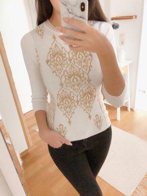Pullover mit goldenen Stickereien