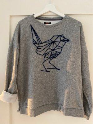 Pullover mit grafischem Vögelchen