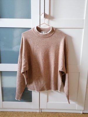 Pullover mit hellen Details