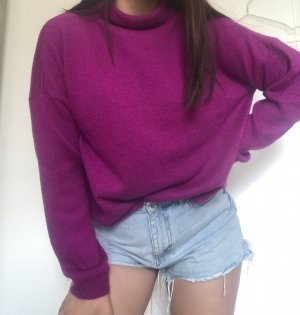 Pullover mit hohem Kragen in knalligem Lila
