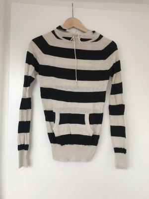 Pullover mit Kapuze aus Feinstrick