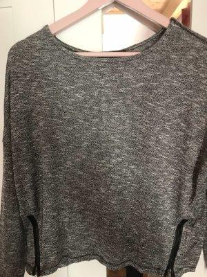 Pullover mit Reißverschlüssen an beiden Seiten