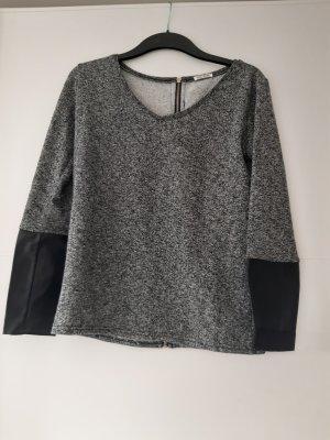 Pullover mit Reißverschluss beim Rücken