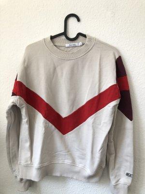 Pullover mit rotem Streifen