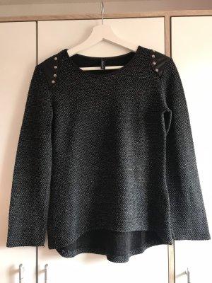 Pullover mit Schulterverziehrung