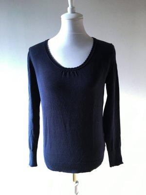 Pullover mit Spitze und Knöpfen