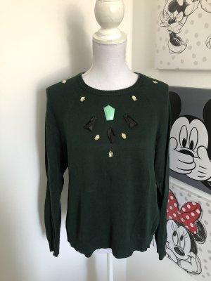 Pullover mit Steinen