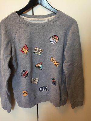 Pullover mit Stickern