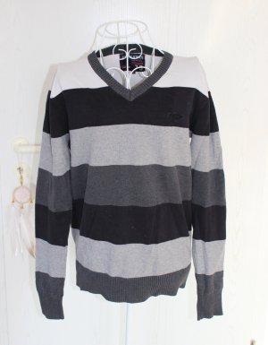 • Pullover mit V-Ausschnitt