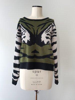 Pullover mit Zebra-Motiv in olivgrün Gr. L NÜMPH