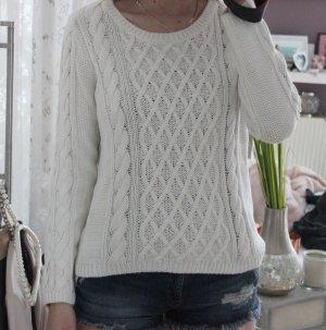 • Pullover mit Zopfmuster