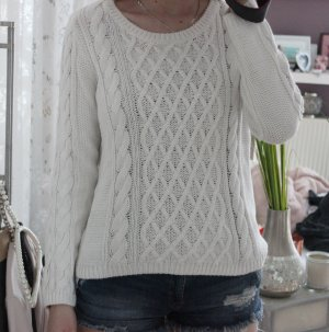 • Pullover mit Zopfmuster