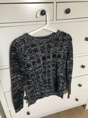 Pullover mit Zopfstrick Muster