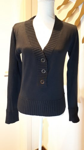 Pullover * tiefer Ausschnitt *