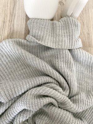 Swetrowa sukienka srebrny-jasnoszary