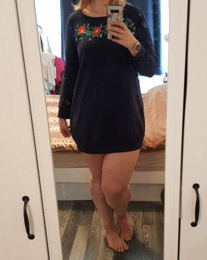 Pulloverkleid mit Blumen-Stickerei