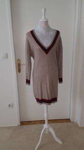 Pulloverkleid mit Etikett