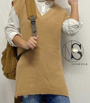Sweter bez rękawów z cienkiej dzianiny camel