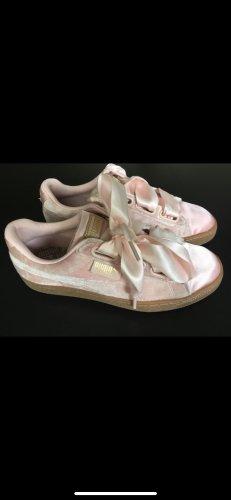 Puma - Basket Heart - Sneaker in rosa Samt