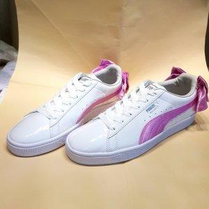 Puma basket Sneakers in weiß und lila mit Schleife