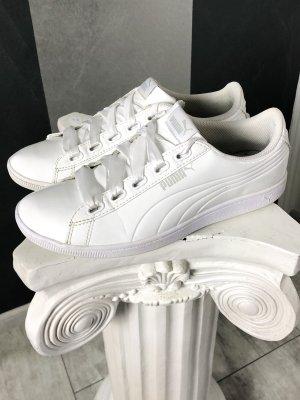 Puma • Lack Sneaker • Satin-Schnürung Gr. 42,5