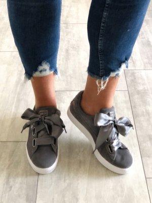 Puma • Sneaker • Basket Heart • Veloursleder Gr. 43