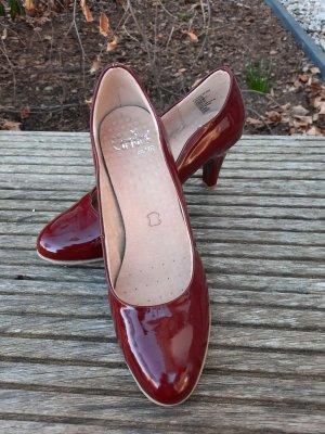Caprice Classic Court Shoe bordeaux