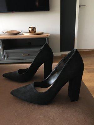 DeeZee Pointed Toe Pumps black