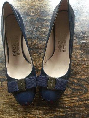 Ferragamo Zapatos de punta azul oscuro
