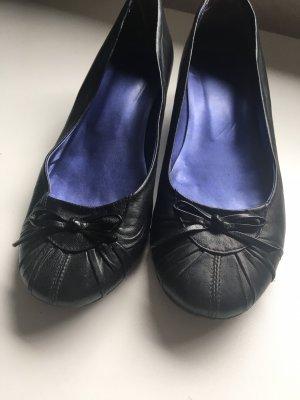 Bailarinas de charol con tacón negro