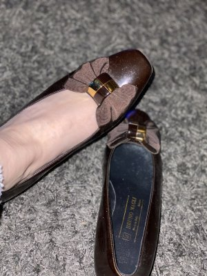 Bruno Magli Classic Court Shoe brown-gold-colored