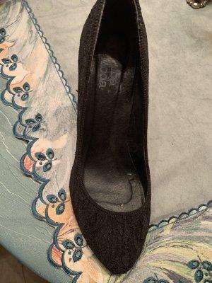 Alba Moda Classic Court Shoe black