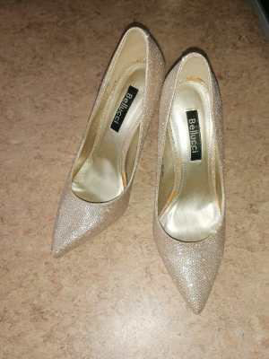 Bellucci Pointed Toe Pumps gold-colored