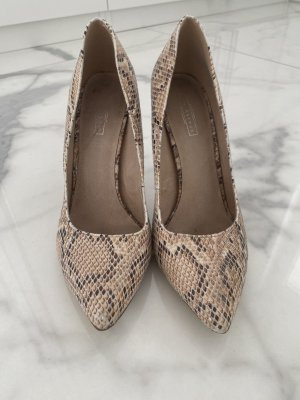 5th Avenue Pointed Toe Pumps beige