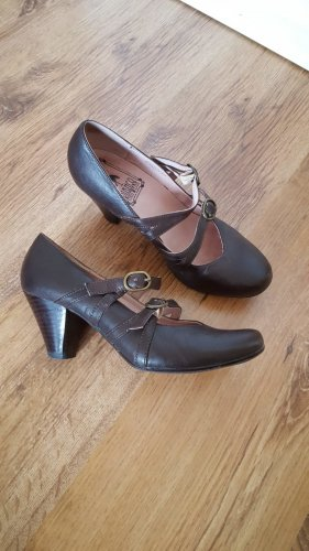 Bianco Strapped pumps brown