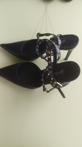 Strapped pumps black leather