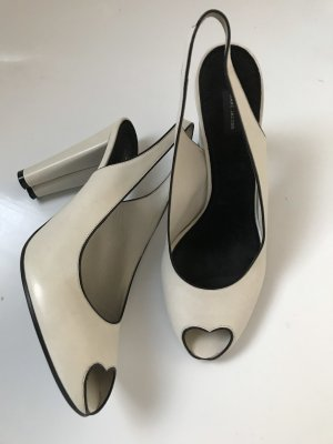 Marc Jacobs Peep Toe Pumps room