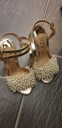 Pumps mit Perlen