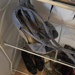100% Fashion Sandalias con tacón azul acero-blanco