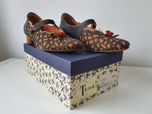 Think! Zapatos de tacón con barra en T multicolor