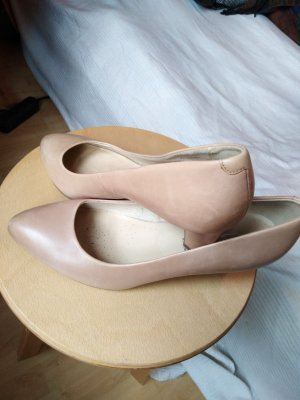 5th Avenue Pointed Toe Pumps nude