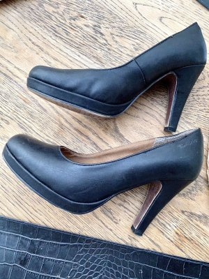 Tamaris High-Front Pumps black leather