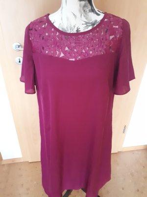 purpurfarbenes schickes Kleid