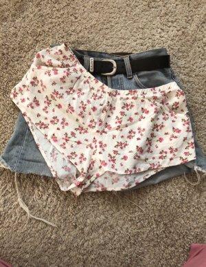 Pantalón corto blanco-rojo frambuesa